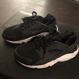 Black and White Nike Huaraches